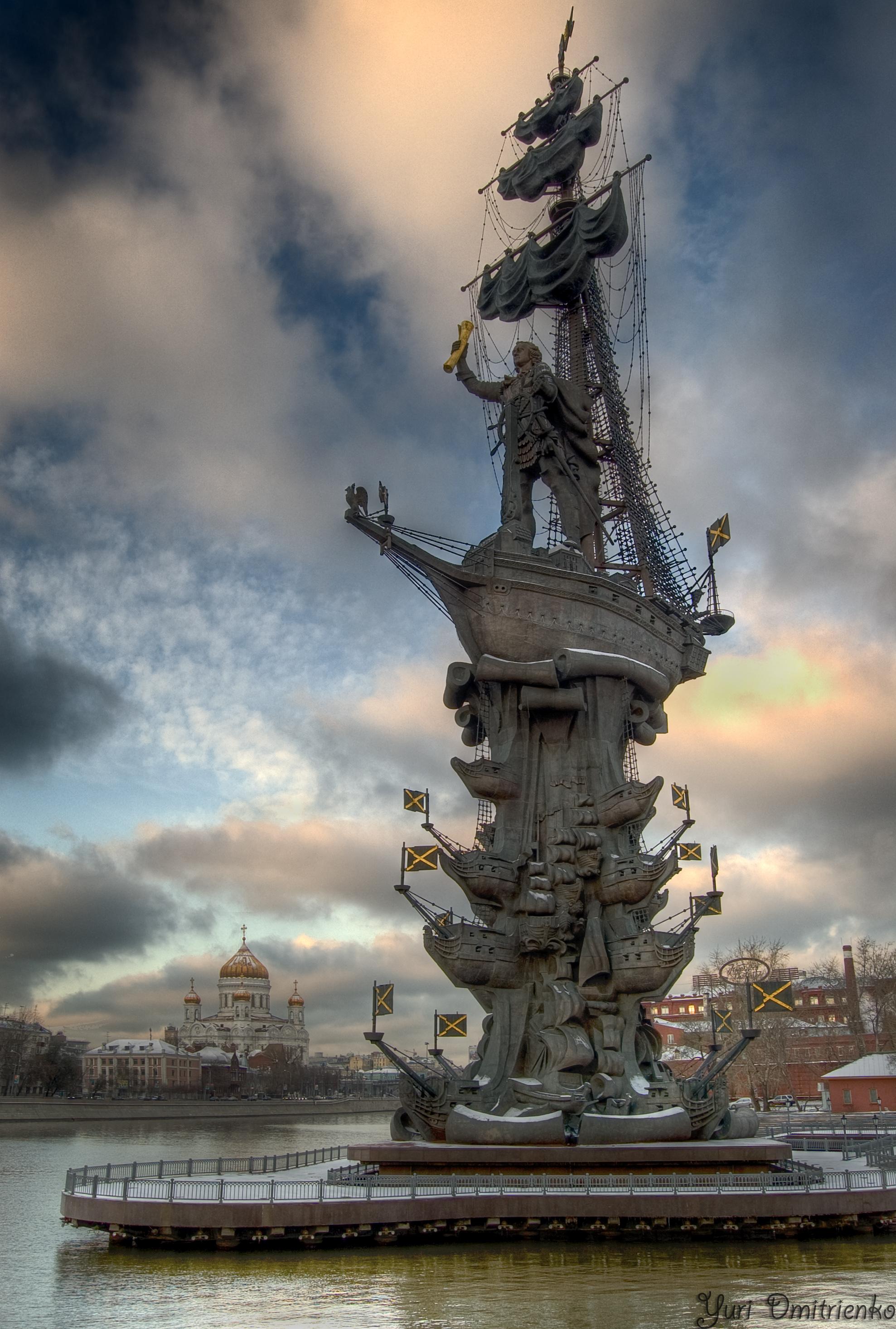 памятник петру 1 фото в москве