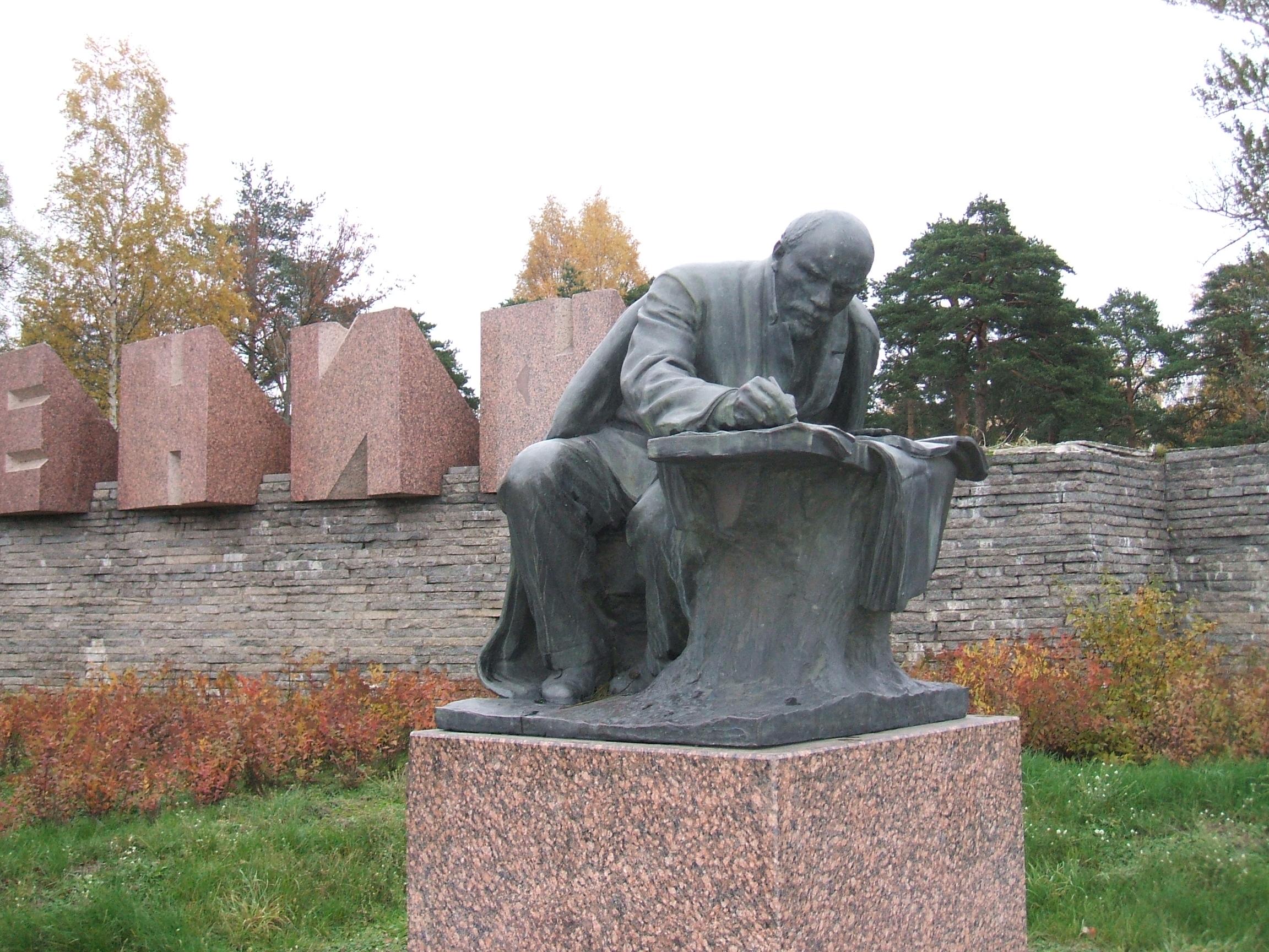 Памятник с ангелом Сестрорецк Мемориальный одиночный комплекс с крестом Деловой центр (МЦК)
