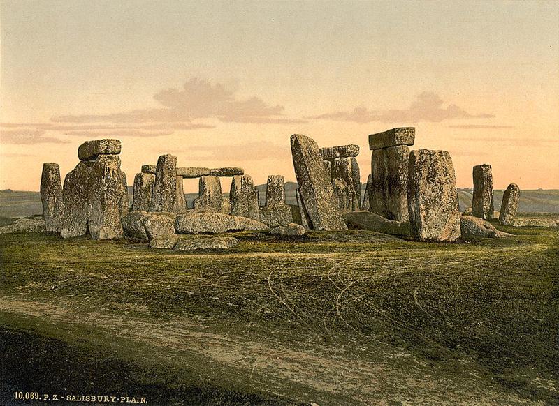 http://upload.wikimedia.org/wikipedia/ru/a/a4/Stonehenge_back_wide_1900.jpg