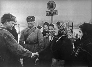 Встреча с местными жителями. Одер, 1945 год