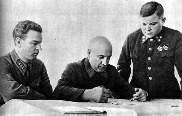 Военный Совет Северо-Западного фронта. В.Н.Богаткин, П.А.Курочкин, Н.Ф.Ватутин (справа)