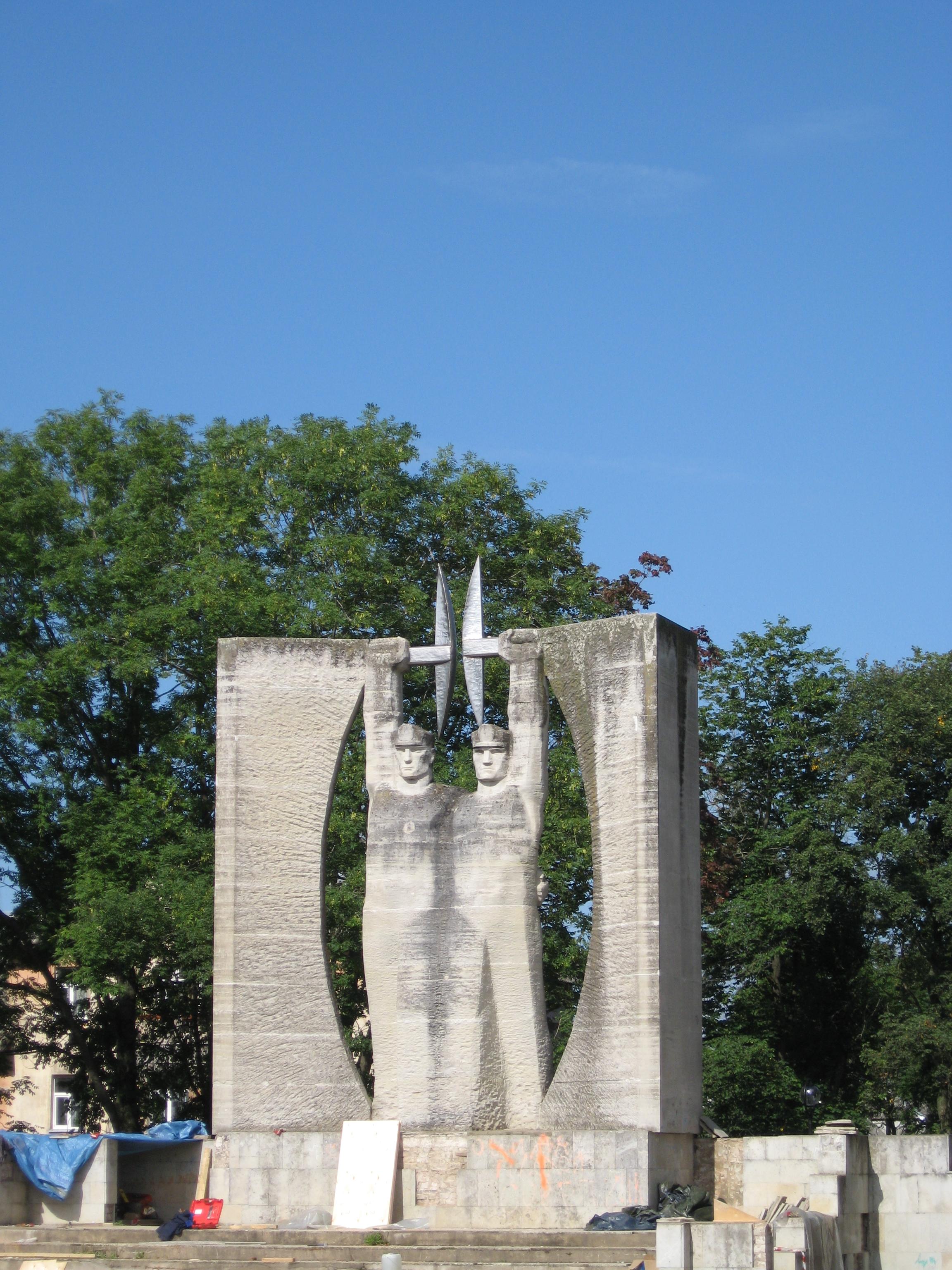 Википедия памятник шахтерам заказать памятник ростов на дону буденномуна