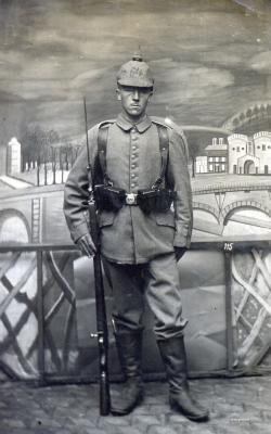 Файл:Германский солдат.jpg