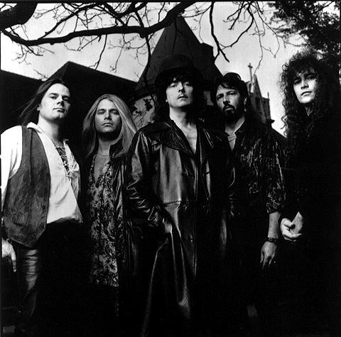 http://upload.wikimedia.org/wikipedia/ru/a/af/Ritchie_Blackmore's_Rainbow_1995.jpg