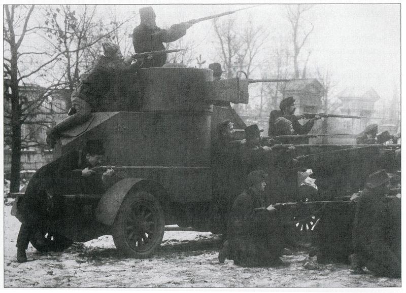Броневик «Лейтенант Шмидт», захваченный красногвардейцами у юнкеров. Петроград, 25 октября 1917