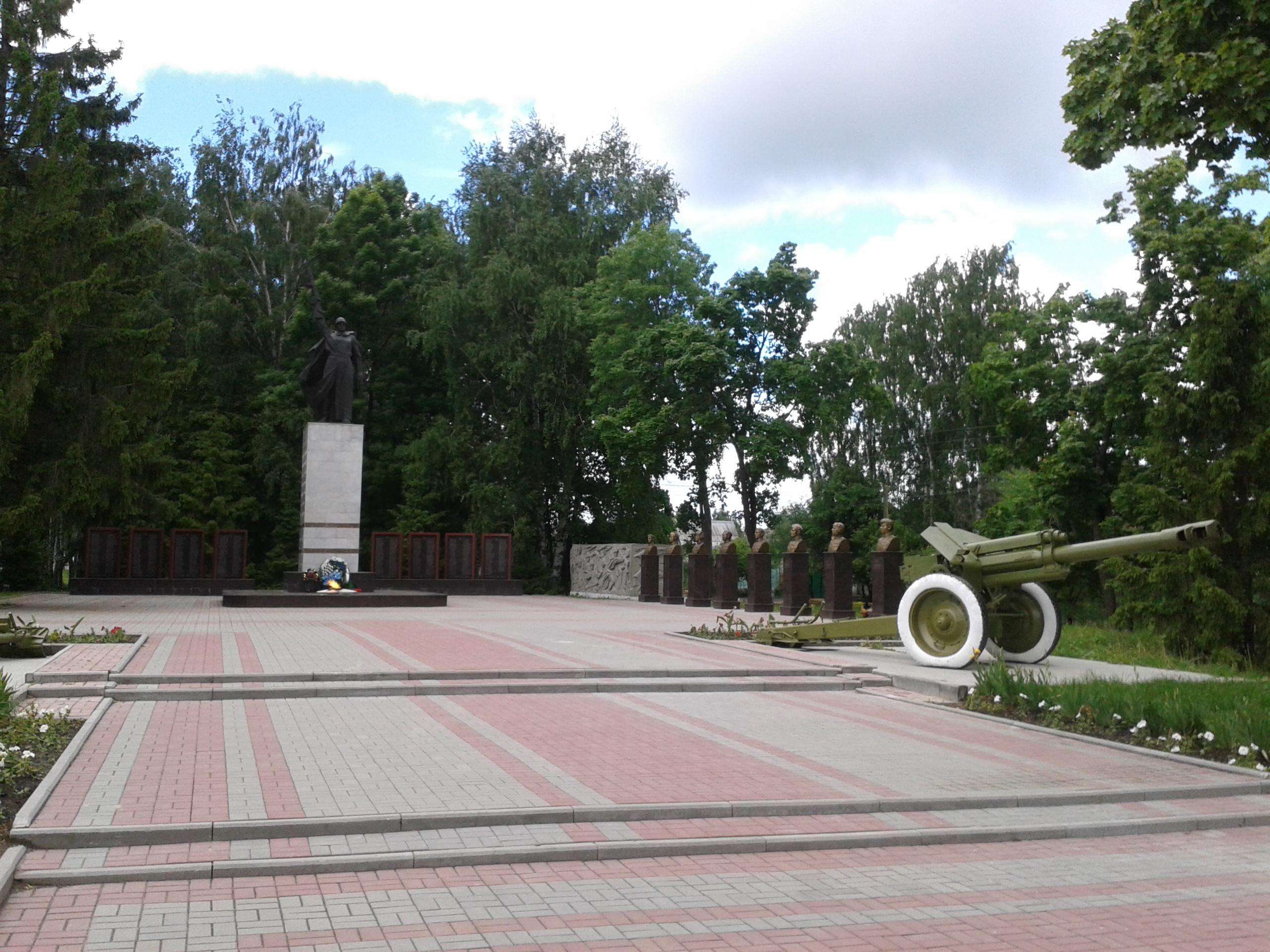 Купить памятник на кладбище Инсар Ваза. Лезниковский гранит Бакал