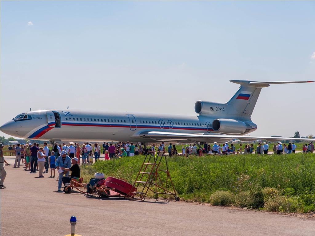 5e6dd9012430 Ту-154 RA85614 на авиашоу в Ейске в честь дня Ав. ВМФ