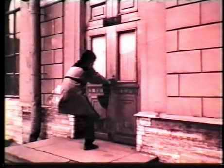 «Шагреневая Кость». Ю.Ханон у дверей Мариинского театра, 1992