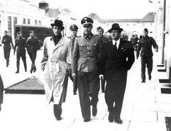 Йоханнес Хестерс в концентрационном лагере Дахау (крайний слева)