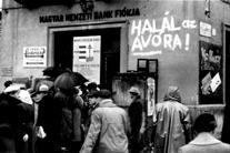 Файл:Смерть госбезопасности! Будапешт осень 1956.jpg