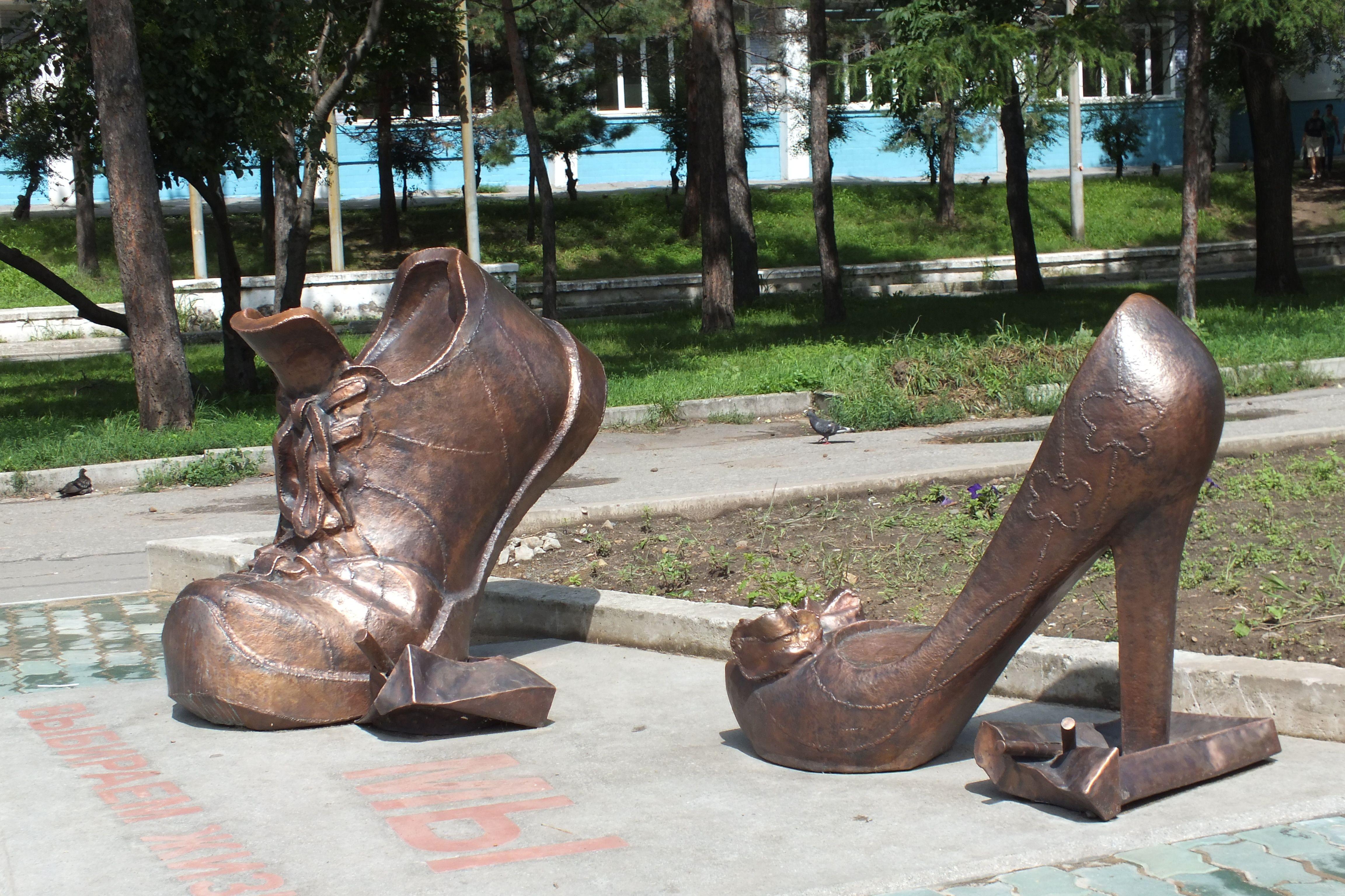 памятники на могилу фото в москве