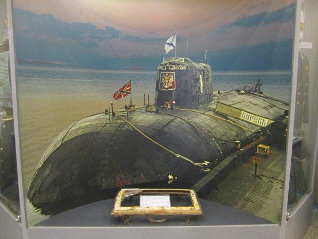Иллюминатор с подлодки Курск в Центральном музее Вооружённых Сил в Москве