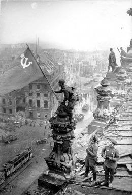 http://upload.wikimedia.org/wikipedia/ru/d/d2/Знамя_Победы.jpg