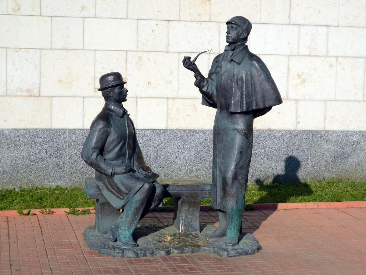 Памятник Шерлоку Холмсу и доктору Ватсону — Википедия