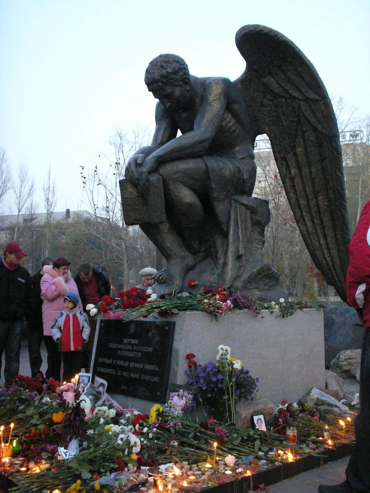 Памятник с ангелом Хилок Эконом памятник Плечики Майкоп