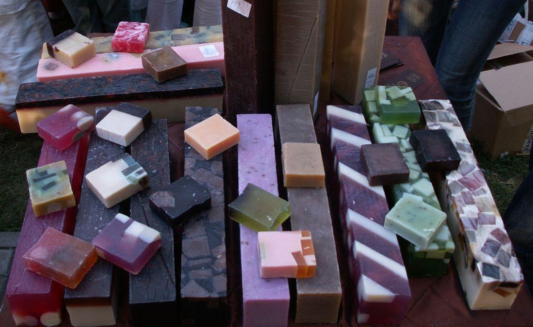 Мыло выпускается разных цветов
