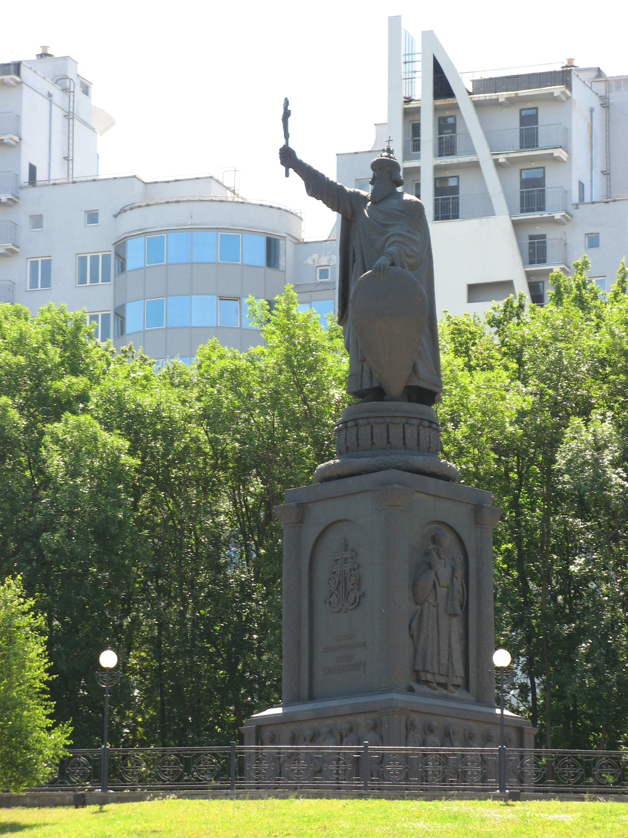Monument to Prince Vladimir - from panoramio.jpg