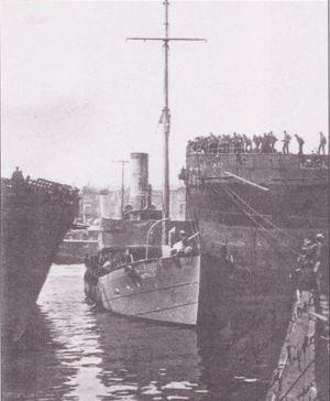 Китобой в начале похода 1920 год