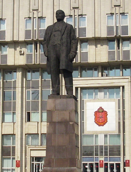 Памятник Роза из двух видов гранита Кадников памятники на могилу киева фото