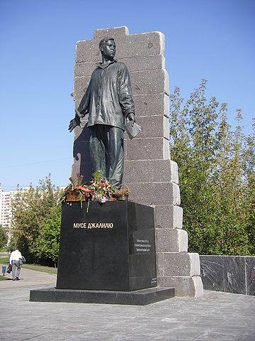Памятник Мусе Джалилю на одноимённой улице в Москве.