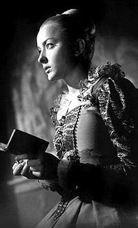 https://upload.wikimedia.org/wikipedia/ru/thumb/0/04/Ophelia_vertinskaya.jpg/200px-Ophelia_vertinskaya.jpg