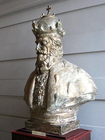 Современное скульптурное изображение Даниила Галицкого
