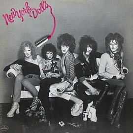 Обложка альбома New York Dolls «New York Dolls» (1973)