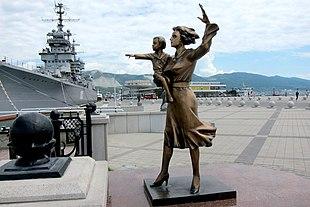 Новороссийск, провожающая,скульптура.JPG