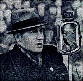 Вадим Синявский ведёт радиорепортаж с английского стадиона