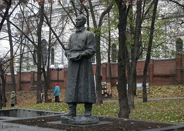 Памятник Г. Сковороде в Харькове (фото Ю. Щербинина).