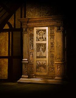 http://upload.wikimedia.org/wikipedia/ru/thumb/0/0d/Narnia_Wardrobe.jpg/250px-Narnia_Wardrobe.jpg