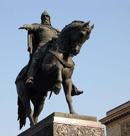 Памятник Юрию Долгорукому на Тверской площади в Москве