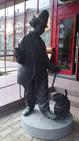 Карандаш и собачка Клякса на манеже