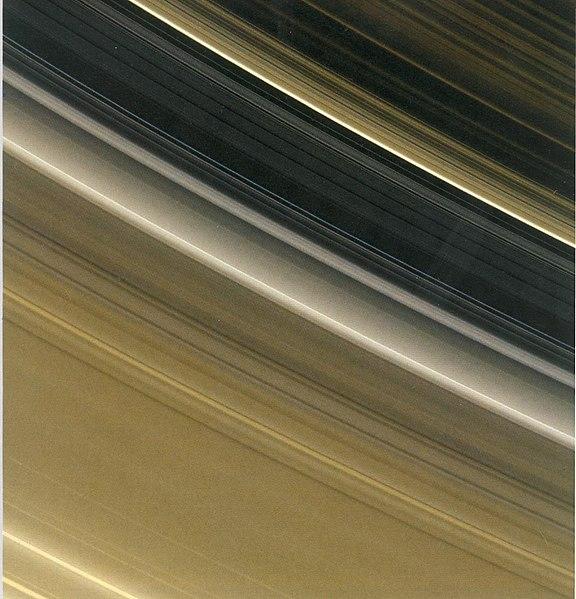 Кольца Сатурна с расстояния 1,8 млн км под углом 30 градусов. Фото межпланетной станции «Кассини», 2006 год