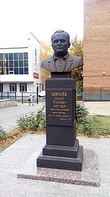 Памятник с крестом Королёв Лампадка из лезниковского гранита Нововоронеж