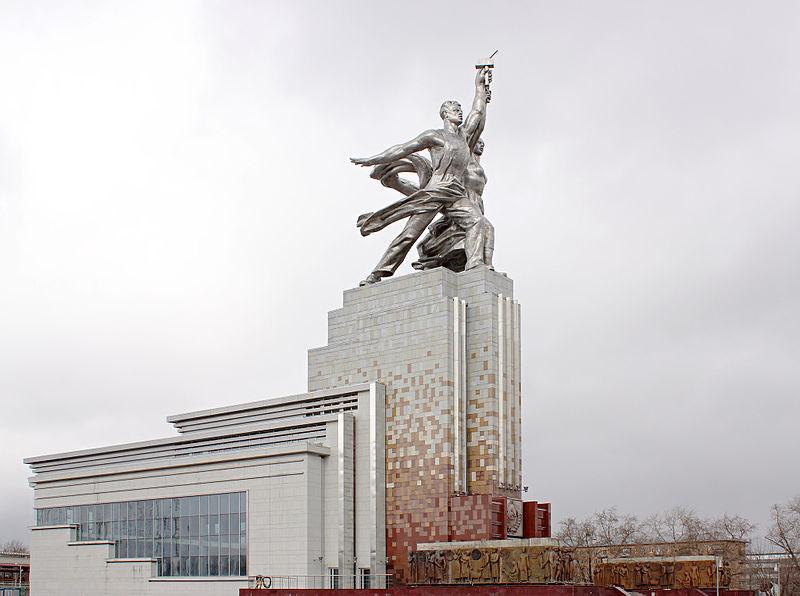 Exposición de los logros nacional de la URSS (actual centro Pan Ruso) 800px-WorkerAndKolkhozWoman_20100322