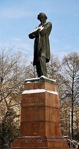 Памятник Чернышевскому в Саратове. Скульптор А.П.Кибальников. Открыт в 1953 году