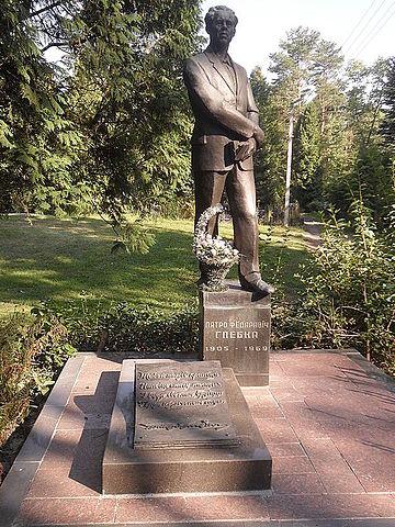 Могила Глебки на Восточном кладбище Минска.