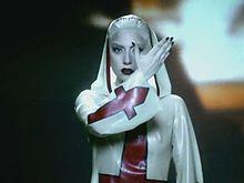 Lady gaga алехандро в нем снимались геи