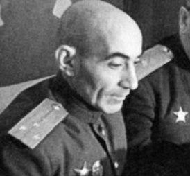Эль-Регистан отправился на фронт военкором газеты «Сталинский сокол»