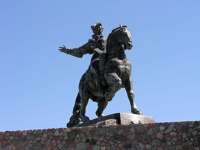 Памятник императрице Елизавете Петровне в Балтийске.