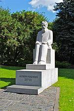 Памятник с крестом Телецентр Мемориальный одиночный комплекс из двух видов гранитов Дубровка (14 линия)
