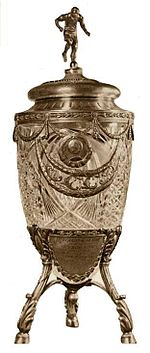 http://upload.wikimedia.org/wikipedia/ru/thumb/3/3a/USSR_football_cup.JPG/150px-USSR_football_cup.JPG
