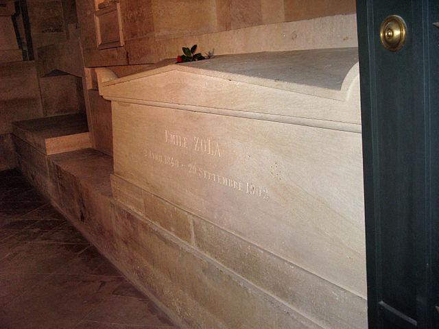 Надгробие Золя в Пантеоне