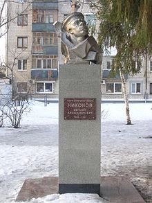 Вертикальные памятники Михайлов Ваза. Покостовский гранит Малая Вишера