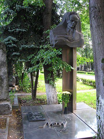 Могила Ландау на Новодевичьем кладбище Москвы.