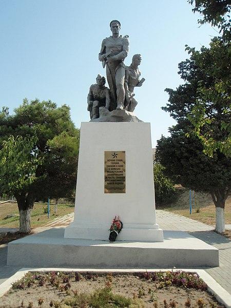 Файл:Памятник солдатам сражавшимся в Великой Отечественной войне (п.Мысхако).JPG