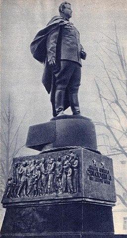 Памятник Черняховскому в Вильнюсе 1964 г.