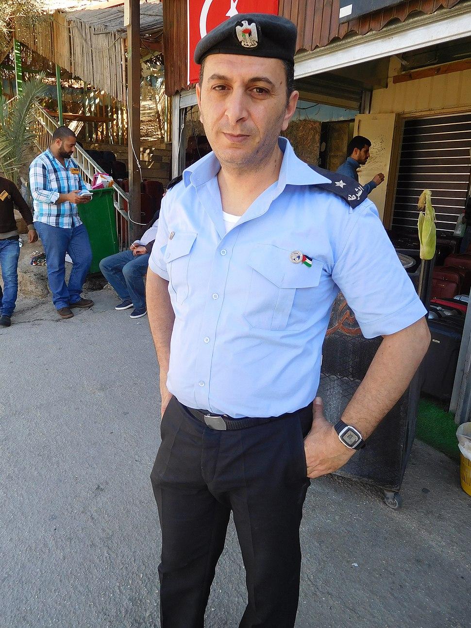 Палестинский полицейский в Иерихоне.jpeg