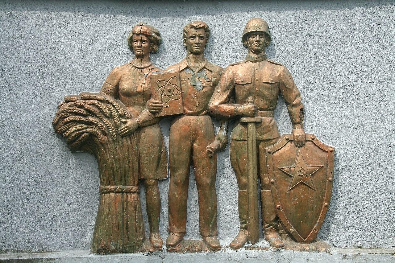 Памятник в честь 30-летия Победы